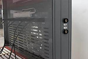 Разъемы + и - для подключения внешнего зарядного устройства