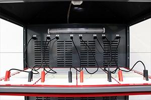 Верхний ярус вместе с разъемами для подключения 4 аккумуляторов