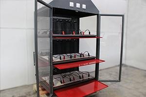 Шкаф для зарядки 12-ти аккумуляторов в открытом положении