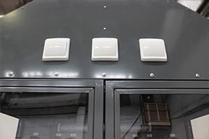 Выключатели для включения/выключения освещения на каждом ярусе