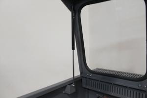 Фото механизма открывания отсека для АКБ