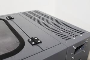 Фотография металлической решетки шкафа для заряда