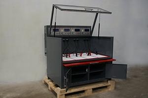 Зарядно-разрядный шкаф для обслуживания 4 аккумуляторов независимо друг от друга
