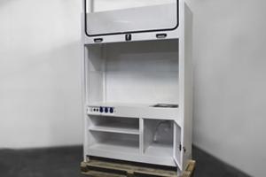 Вид сбоку вытяжного шкафа 4АКБ-ЮГ-ШВМ-001