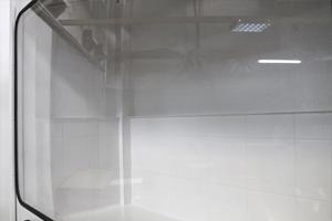 Фотография прозрачного стекла шкафа серии ШВМ
