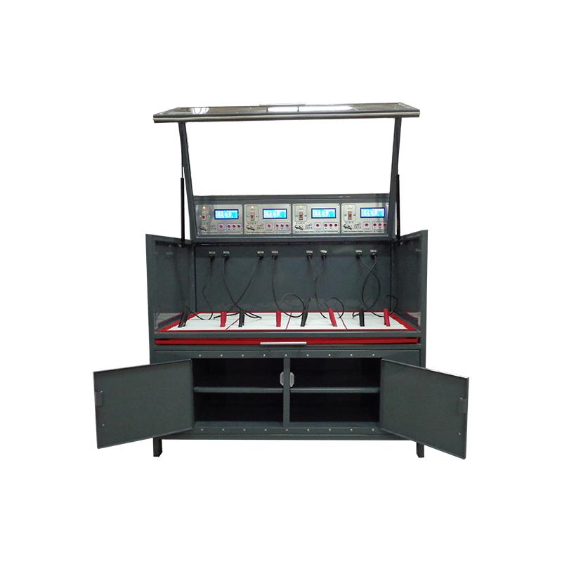 Шкаф для заряда аккумуляторов в открытом положении