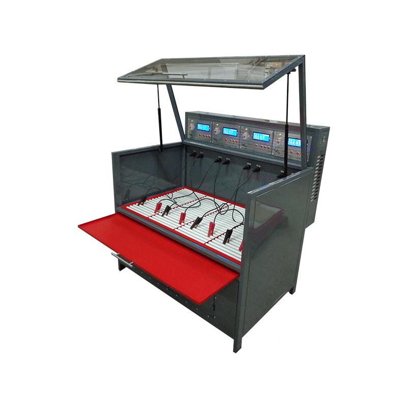 Шкаф для заряда аккумуляторов с выдвинутым подносом для сбора электролита