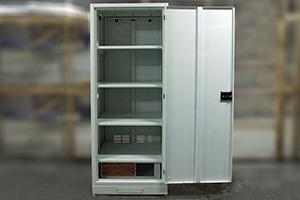 Шкаф для хранения аккумуляторов ШМА-01 в открытом положении
