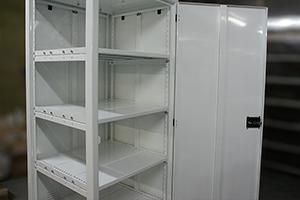 Внутренний вид шкафа для хранения аккумуляторов ШМА-01.2000