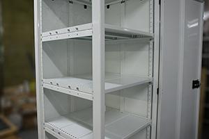 Каркас аккумуляторного шкафа ШМА-01 с установленными полками