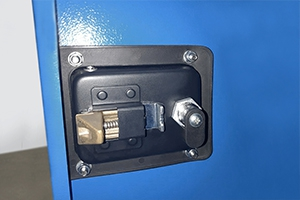 Фотография механизма запирания шкафа
