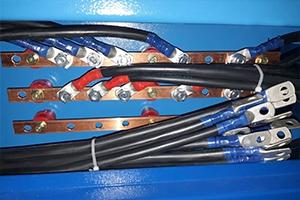 Фото медной шины с комплектом кабилей