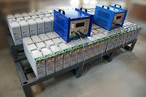 Фотографии двухрядного двухуровневого стеллажа предназначенного для размещения, хранения и зарядки аккумуляторов