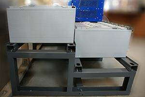 Двухуровневый двухрядный аккумуляторный стеллаж для хранения фронттерминальных акб