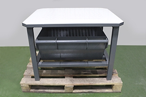 Металлический стол для слива жидкости из АКБ