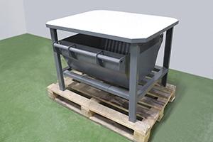 Вид сбоку металлического стола для обслуживания аккумуляторов фото