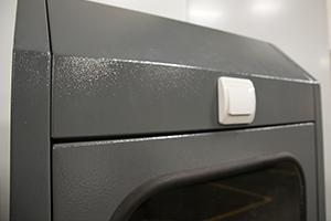 Стекло с резиновым уплотнителем установленное на шкафу Светоч-02-02