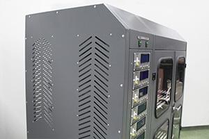 Металлические вентиляционные отверствия шкафа для АКБ