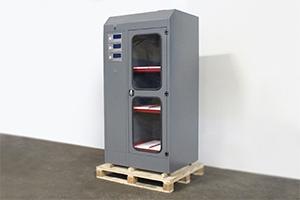 Вид сбоку трехъярусного шкафа для заряда аккумуляторов Cветоч 03-03.ЖК