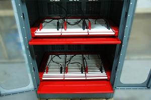 Место для установки аккумуляторов в зарядный шкаф серии Светоч-03-09