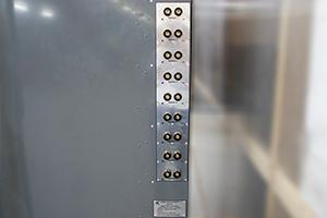 Место для подключения зарядных устройств на каждый канал