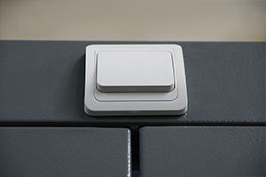 Выключатель установленный на аккумуляторном шкафу Светоч-03-12