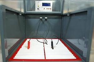 Место установки аккумулятора внутри зарядно-разрядного шкафа