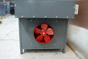 Вытяжной вентилятор установленный в зарядно-разрядном шкафу