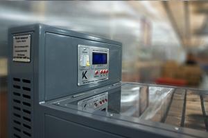 Зарядно-разрядный шкаф серии Светоч-04-01 вид сбоку на панель управления