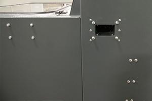 Фото  зарядно-десульфатируещего  шкафа серии Светоч-04 вид сбоку