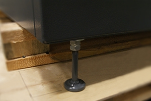 Фотография ножки зарядно-разрядного шкафа серии Светоч-04