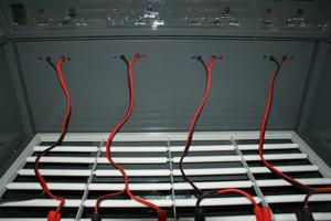 Зарядный шкаф для АБ серии Светоч-04. Клеммы подключения к АКБ