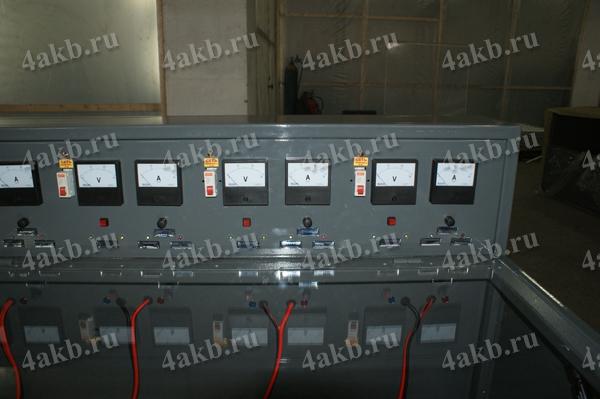 Зарядный шкаф серии Светоч-04 для аккумуляторных батарей. Панель управления