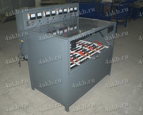 Зарядный шкаф для автомобильных аккумуляторов серии Светоч-04. Вид в закрытом положении