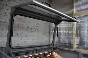 Фотографии металлических фиксаторов зарядно-разрядного шкафа