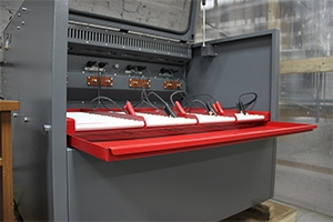 Открытый вид шкафа для аккумуляторов