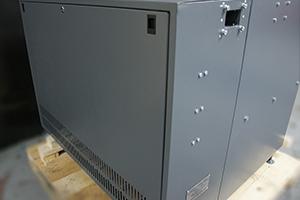Фото съемной крышки для быстрого доступа к зарядным платам