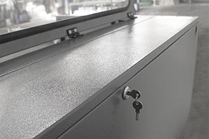 Фото замка зарядно-десульфатирующего шкафа