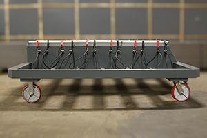 Зарядно-подзарядная тележка для обслуживания до 12 аккумуляторных батарей