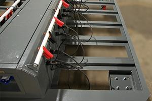 Место крепления проводов для подключения к акб