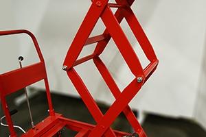 Механизм для поднятия платформы на необходимую высоту