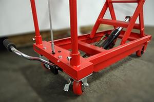 Механизм поднятия платформы аккумуляторной тележки на заданную высоту