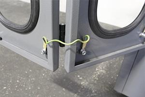 Заземление установленное в шкаф для заряда АКБ
