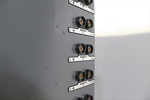 Фото каналов подключения для заряда аккумуляторов