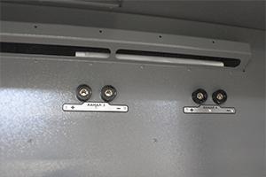 Фото каналов для подключения и зарядки АКБ в шкафу