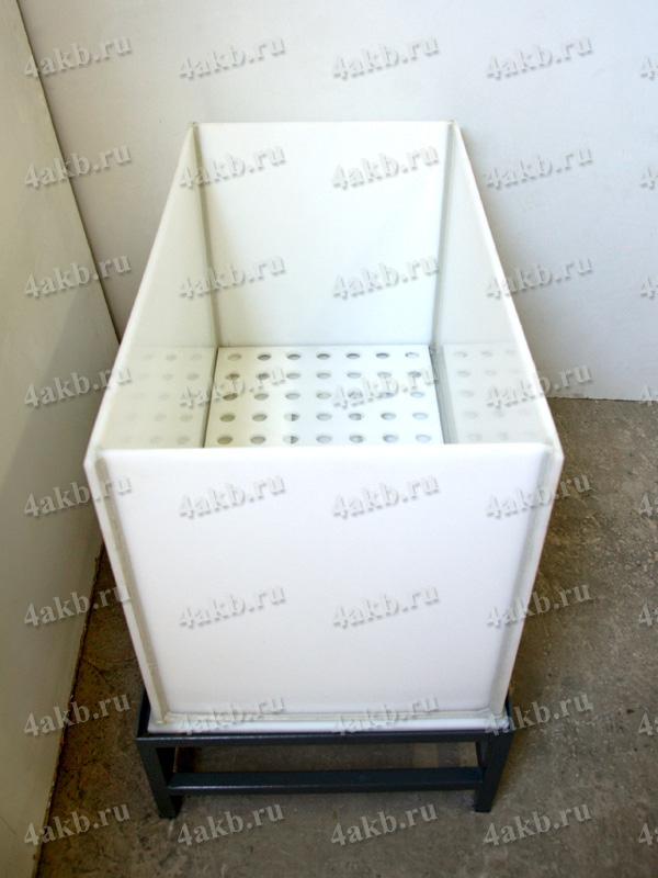 Винипластовые ванны для АКБ со сливом и решеткой