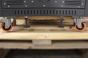 Подпятники установленные на УЗА для выравнивания горизонта на неровном полу