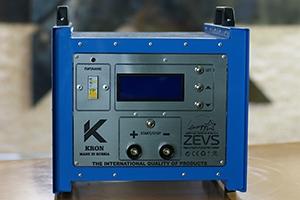 Фотография импульсного зарядно-разрядного устройства серии Зевс-Р