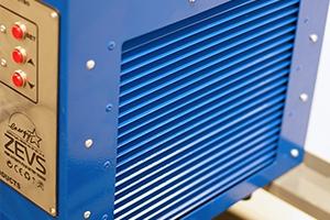 Фото зарядно-разрядного устройства Зевс-30A.32B.R30A вид сбоку