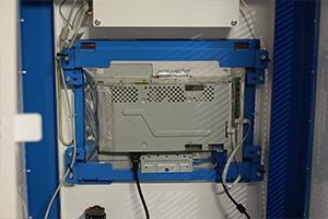 Внутренний вид сенсорного монитора встроенного в устройство